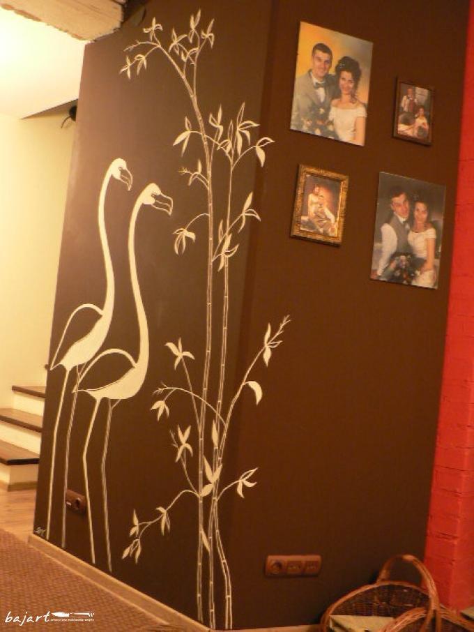 Flamingi malowane na ścianie