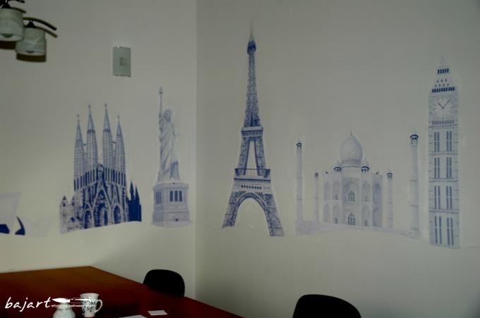 Cuda architektury malowane na ścianie