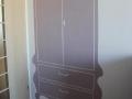 monohromatyczny malunek szafy