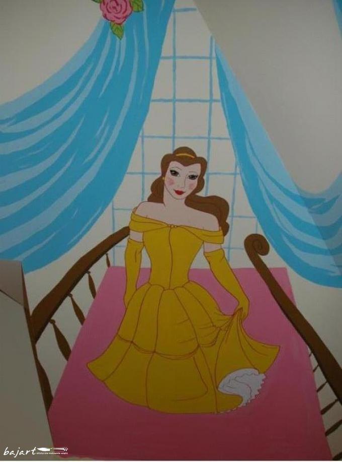 Księżniczka w złotej sukience