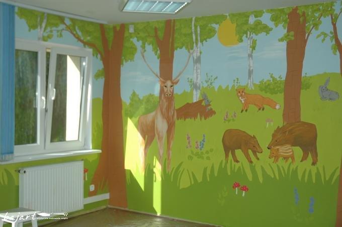 Malowany las na ścianie