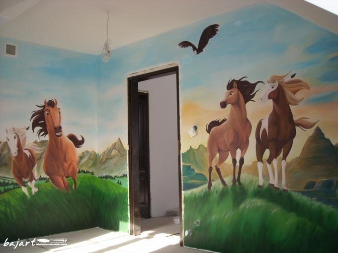 mustang malowany na ścianie