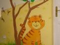 Uśmiechnięty tygrysek w pokoju dziecka