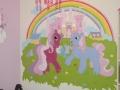 Malowane koniki na ścianie