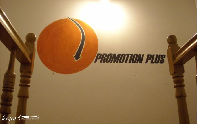 Malowane logo w biurze